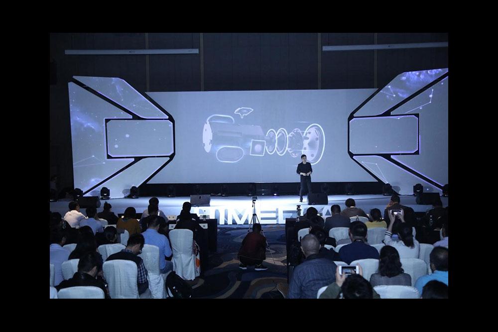 Himedia AV Robot speakers